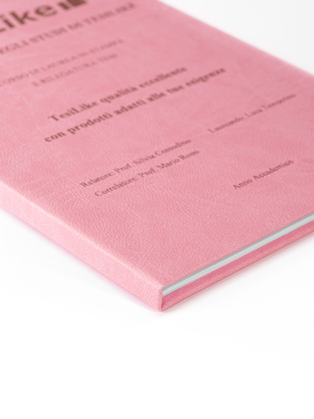 copertina-tesi-rigida-morbida-rosa-frontespizio-bronzo-dettaglio-tesilike