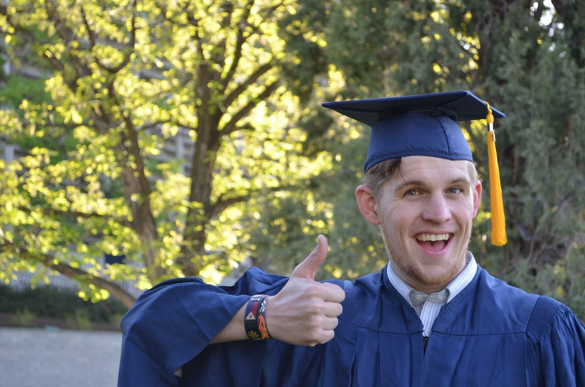 Aforismi-per-la-laurea-i-migliori-auguri-di-laurea-tesilike