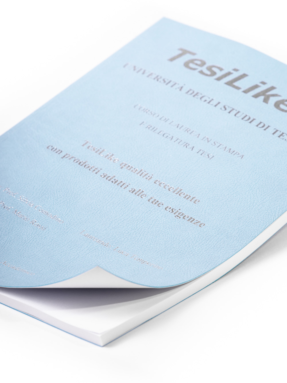 copertina-tesi-flessibile-morbida-azzurra-frontespizio-argento-dettaglio-tesilike