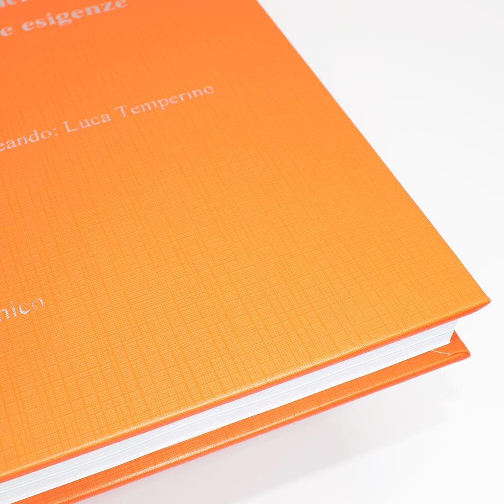 copertina-tesi-arancione-dettaglio-tesilike